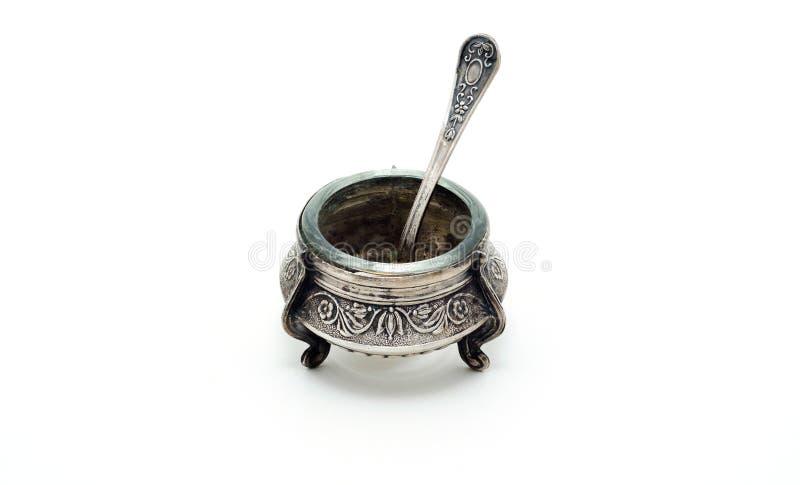 Agitatore di sale d'argento antico con il cucchiaio fotografia stock libera da diritti