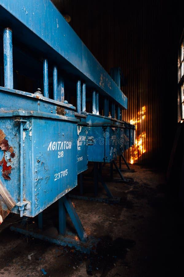 Agitatorzy - Porzucony kontaminaci & wyżymaczki dom - Zaniechanego Indiana wojska Amunicyjna zajezdnia - Indiana obraz royalty free