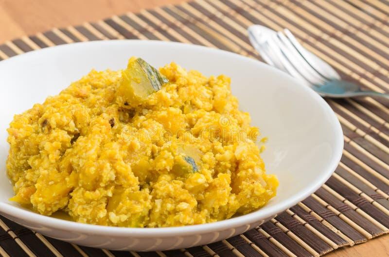 Agite a abóbora fritada com ovo mexido, alimento tailandês fotos de stock royalty free
