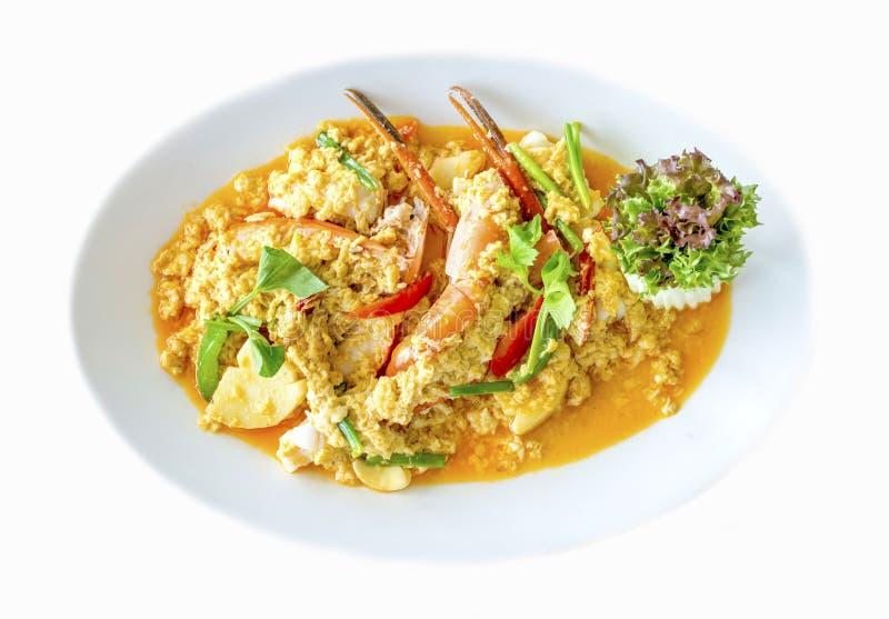Agite o camarão ou o camarão fritado no pó de caril o alimento tailandês delicioso famoso imagem de stock