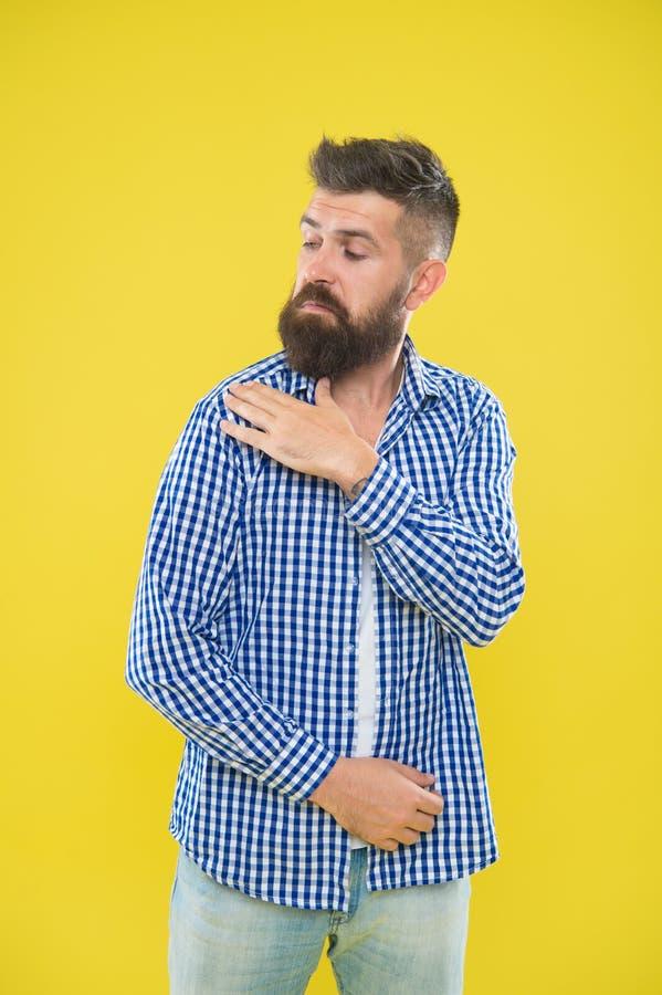 Agite-o fora Moderno do ver?o O moderno farpado brutal na escova quadriculado da camisa espana fora o ombro Forma masculina pedan foto de stock