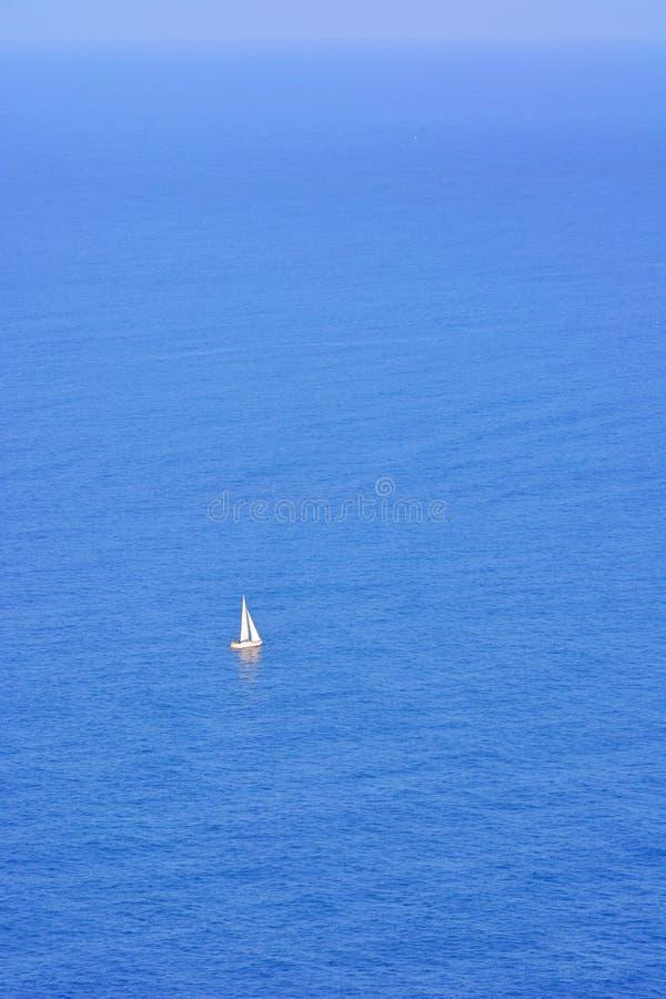 Żaglówka na morzu obrazy stock