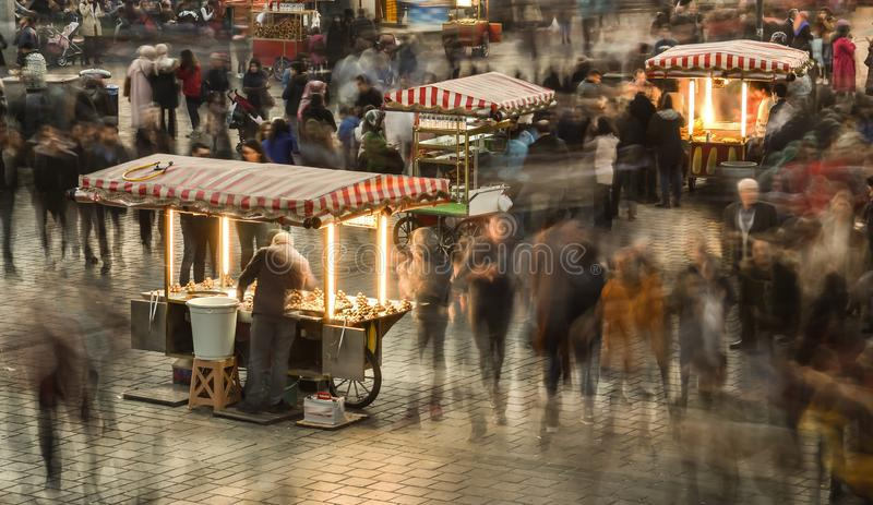Aglomerado dos povos em Istambul fotografia de stock royalty free