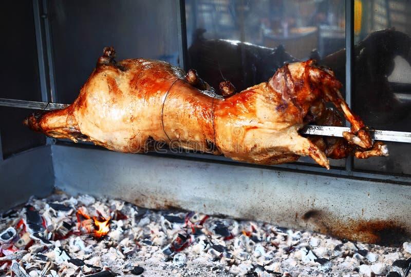 agneau grill sur la broche image stock image du cuisinier agneau 47063695. Black Bedroom Furniture Sets. Home Design Ideas