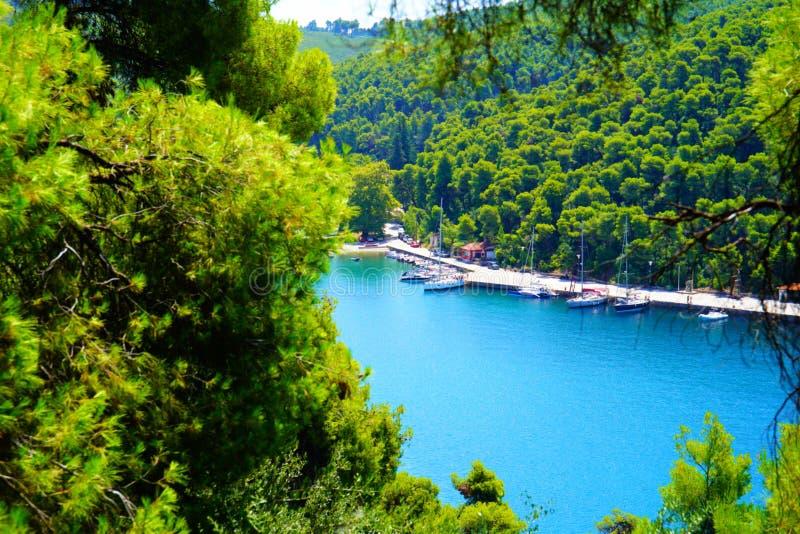 Agnontas zatoka na słonecznym dniu, Grecja fotografia stock