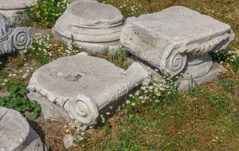 Download Agor ruiny przy wiosną zdjęcie stock. Obraz złożonej z budynek - 53782364