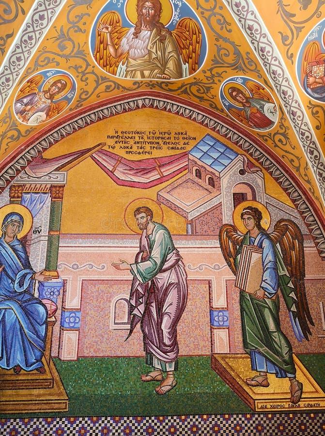 Agosto 2018 - il Cipro: Materiale illustrativo religioso del mosaico di stordimento dentro il monastero greco ortodosso di Kykkos fotografia stock