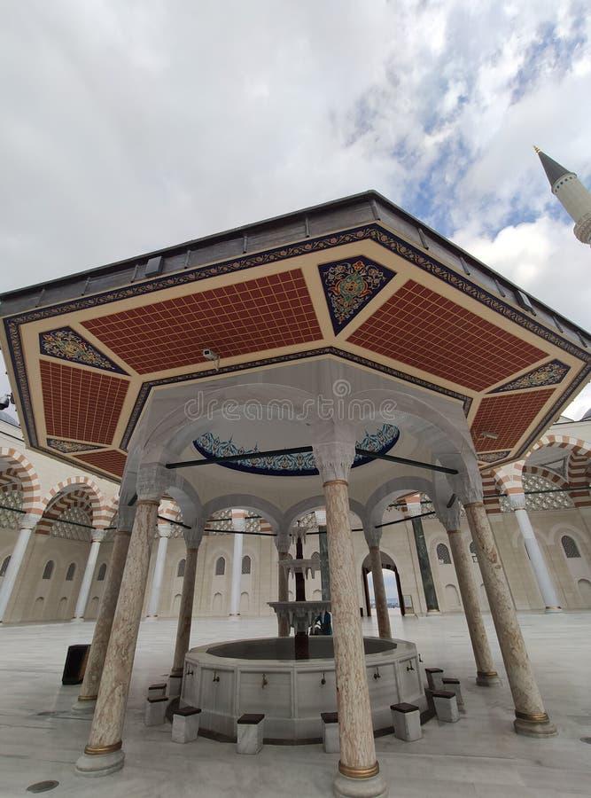 4 agosto 19 vista del cortile della MOSCHEA di CAMLICA a Costantinopoli, Turchia r immagine stock