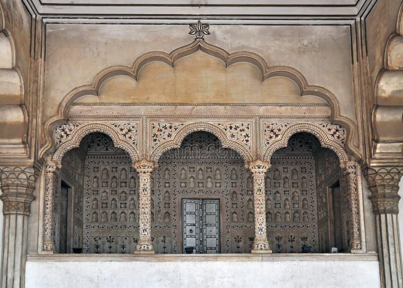 Agra-Fort - Balkon für Kaiser-und Pfau-Thron stockfotos