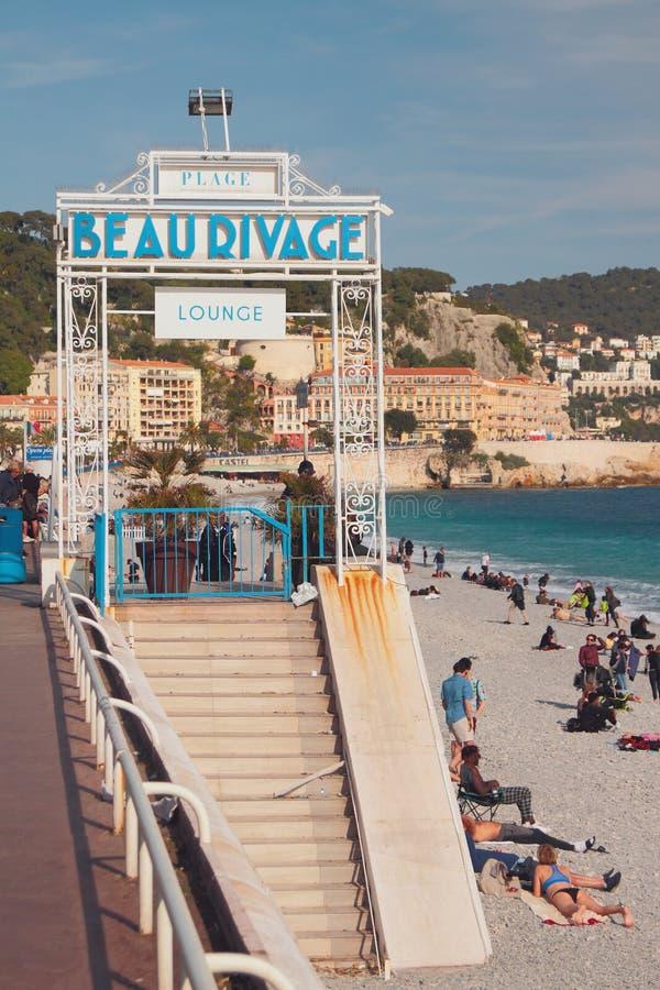 Agradável, França - 19 de abril de 2019: Entrada em Beau Rivage Beach fotos de stock