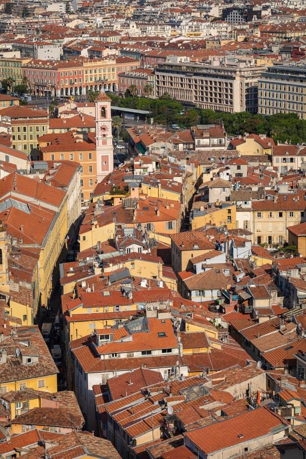 AGRADÁVEL, FRANÇA - 4 DE JUNHO DE 2019: Vista da cidade velha em agradável ` Azur France da costa d france fotos de stock royalty free
