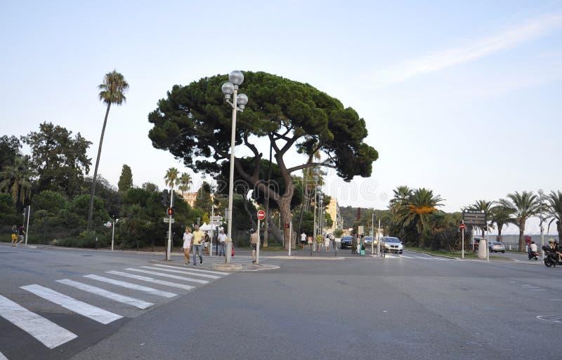 Agradável, o 5 de setembro: O bulevar de Promenade des Anglais do litoral de agradável de Riviera francês foto de stock royalty free