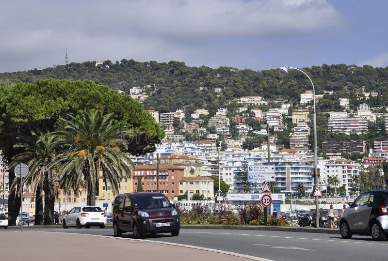 Agradável, o 5 de setembro: Panorama com Mont Boron e o Lympia portuário de agradável de Riviera francês foto de stock