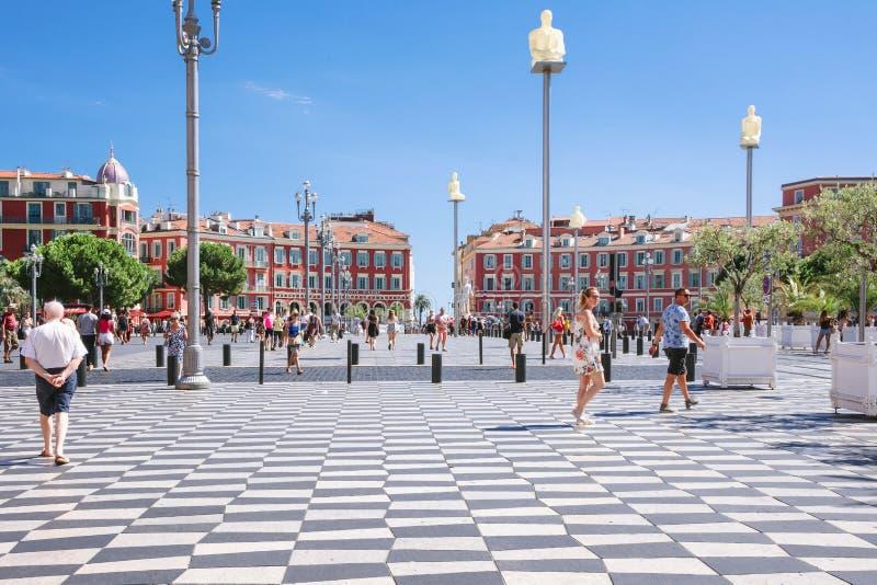 Agradável, Provance, Alpes, Cote d'Azur, francês, o 15 de agosto de 2018; Uma ideia do quadrado de Massena do lugar Os turistas e fotos de stock