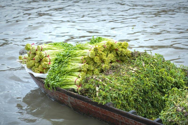 Agrarprodukte werden auf Booten gehandelt lizenzfreies stockfoto