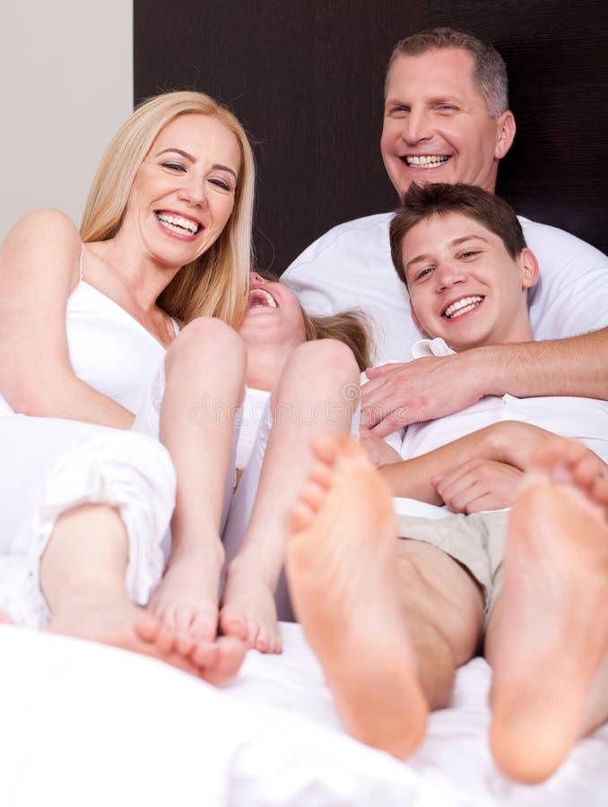 Agregado familiar com quatro membros Loving que tem o divertimento fotografia de stock