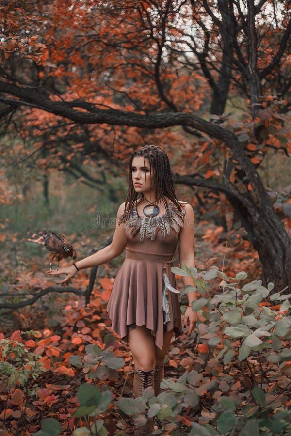 Agressief-seksueel wild meisje royalty-vrije stock afbeeldingen
