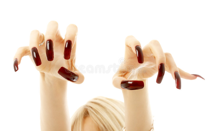 Agressieve meisjeshanden met lange acrylspijkers stock afbeeldingen