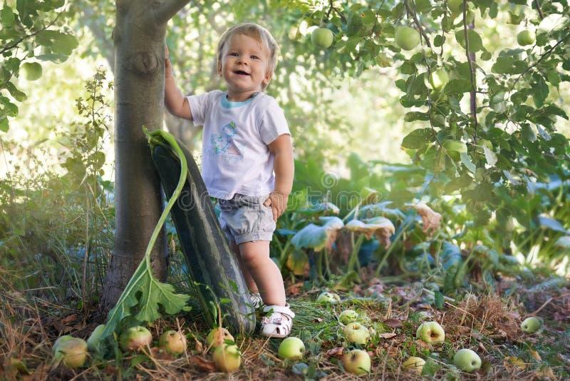 Agricoltore fiero con un grande fotografia stock