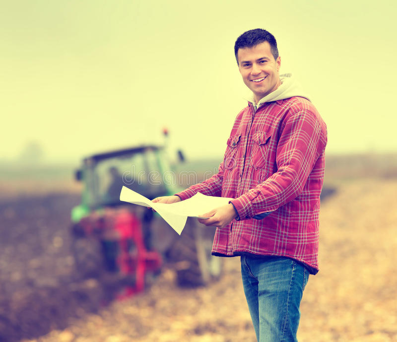 Agricoltore sul campo fotografia stock libera da diritti