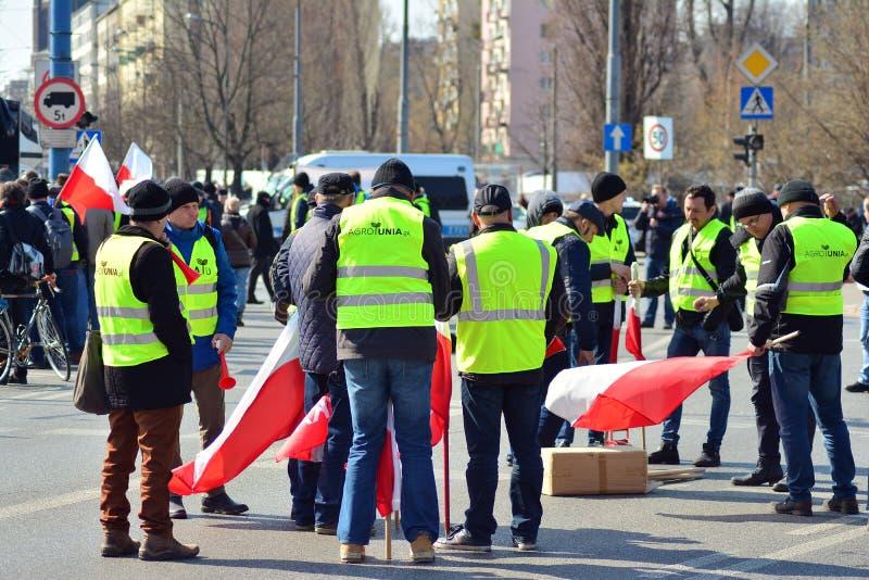 Agricoltori della dimostrazione organizzata unione di Agrounia ad Artur Zawisza Square nel centro di Varsavia fotografie stock
