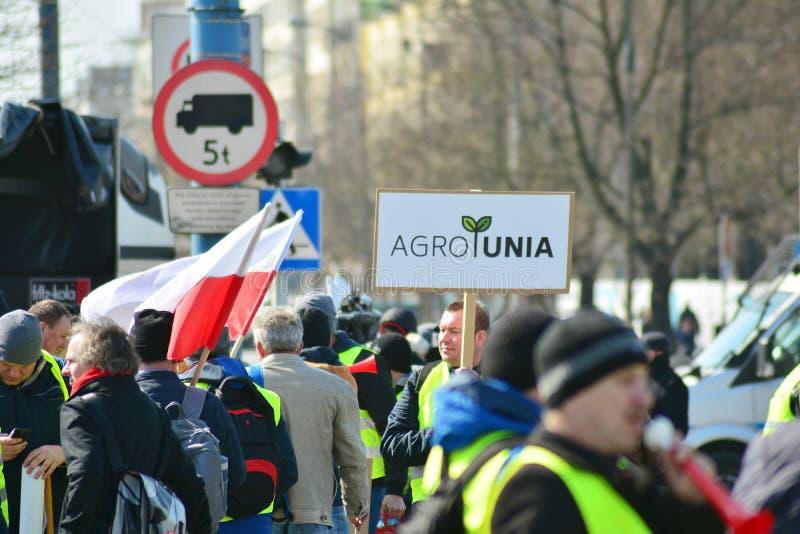 Agricoltori della dimostrazione organizzata unione di Agrounia ad Artur Zawisza Square nel centro di Varsavia fotografia stock