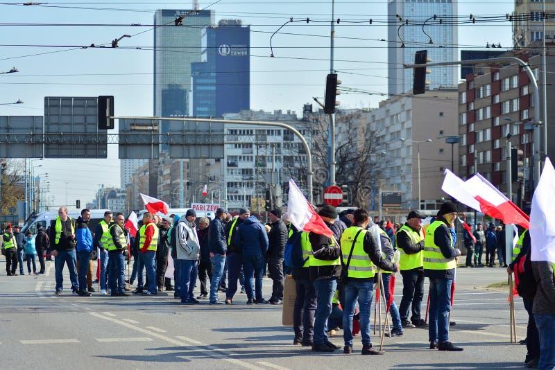 Agricoltori della dimostrazione organizzata unione di Agrounia ad Artur Zawisza Square nel centro di Varsavia immagini stock