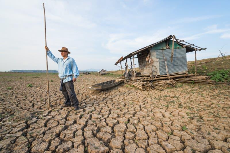 Agriculteur d'homme de pays au danger de réchauffement global de changement climatique photo libre de droits