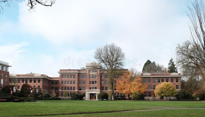 Agricultura Pasillo en el campus universitario del estado de Oregon, C del filamento fotos de archivo libres de regalías