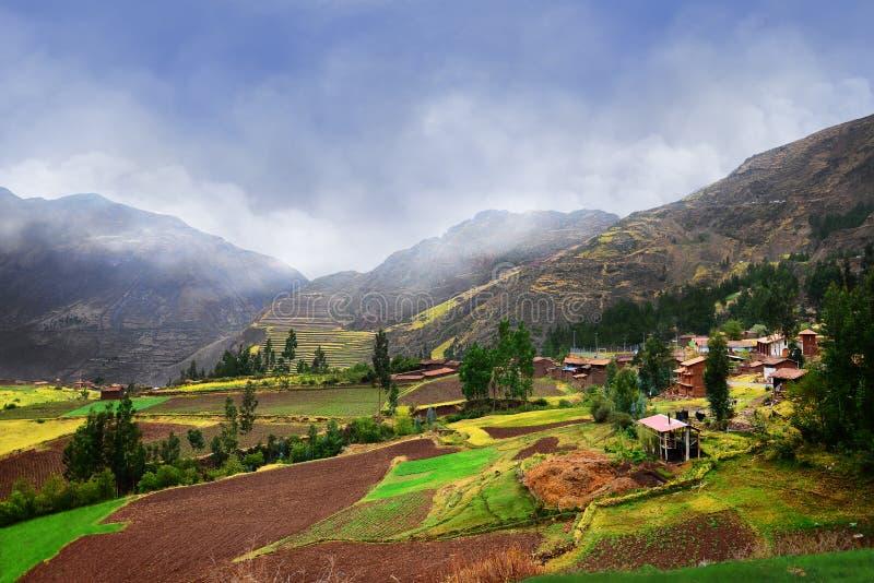 Agricultura peruana em montanhas altas imagem de stock royalty free