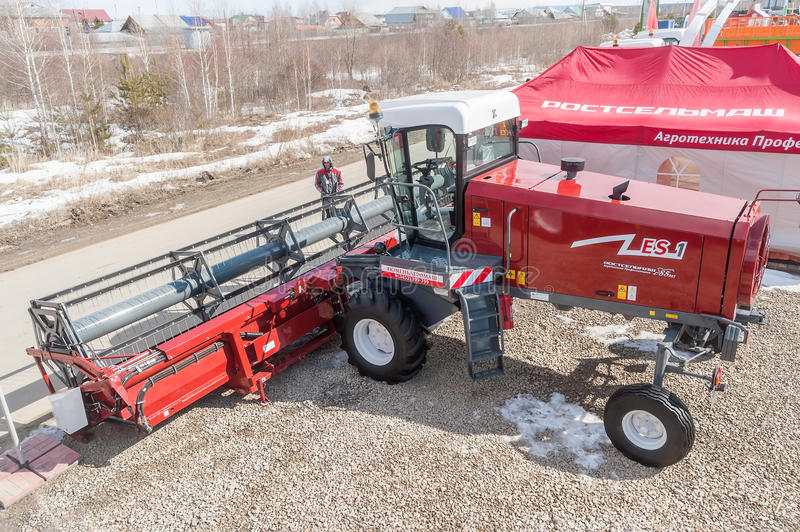 Download Agricultural Machinery Exhibition. Tyumen. Russia Editorial Stock Image - Image of heavy, farm: 39503359