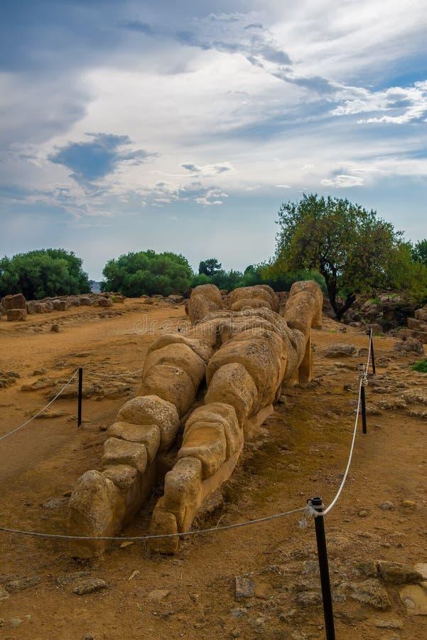 Agrigente, île de la Sicile en Italie Dei célèbre Templi, site de Valle de patrimoine mondial de l'UNESCO Temple grec - restes du image stock