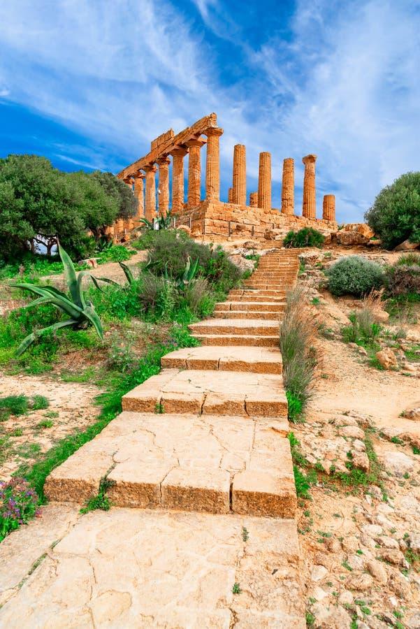 Agrigento, Sicily wyspa, Włochy: Świątynia Juno w dolinie świątynia, Agrigento południowy Włochy zdjęcia stock