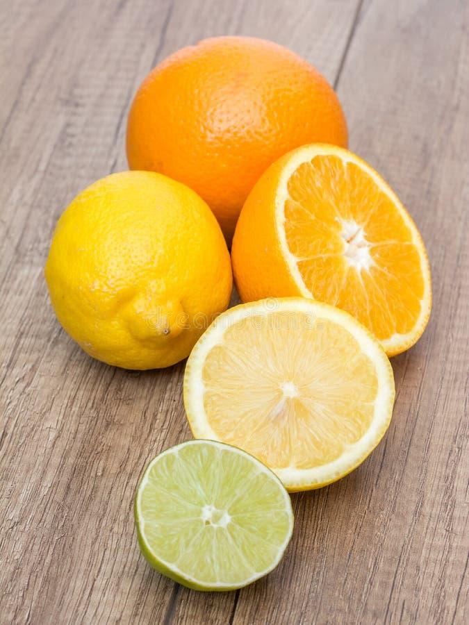 Agrios de la naranja y de la cal fotos de archivo libres de regalías
