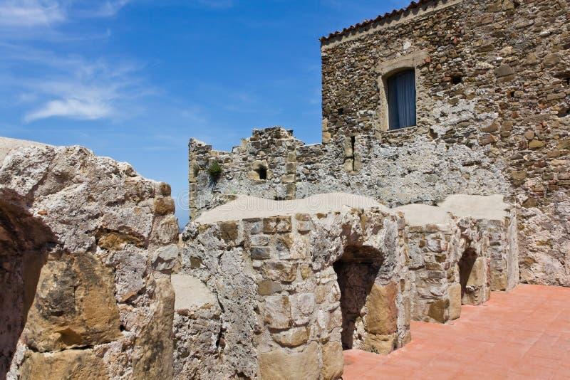 Agropoli Aragonese slott royaltyfria bilder