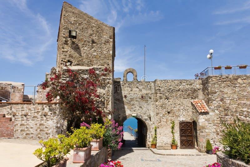 Agropoli Aragonese slott arkivbilder