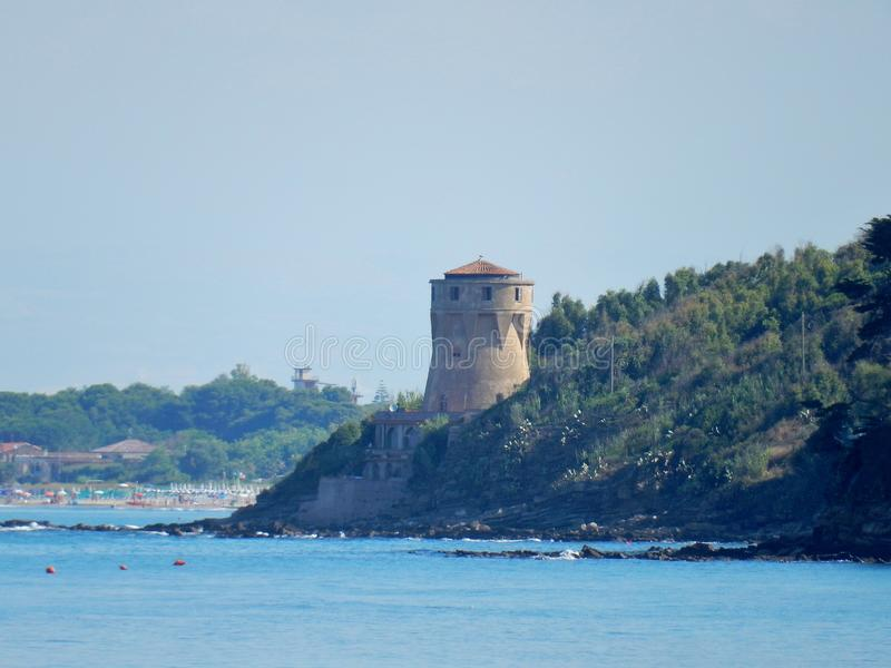 Agropoli - Torre van de strandboulevard stock foto