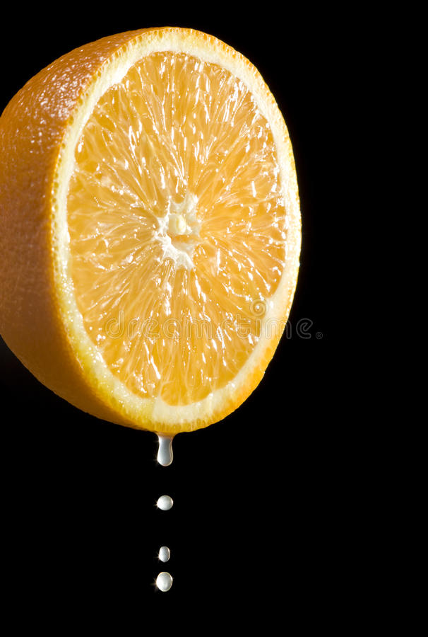 Agrumi arancioni con le gocce della spremuta fotografie stock