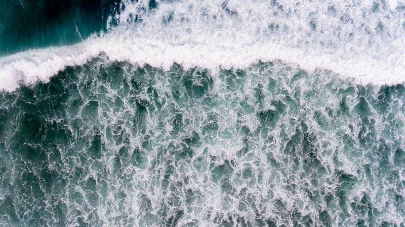 Agua aérea del océano en la estación del strom imagen de archivo