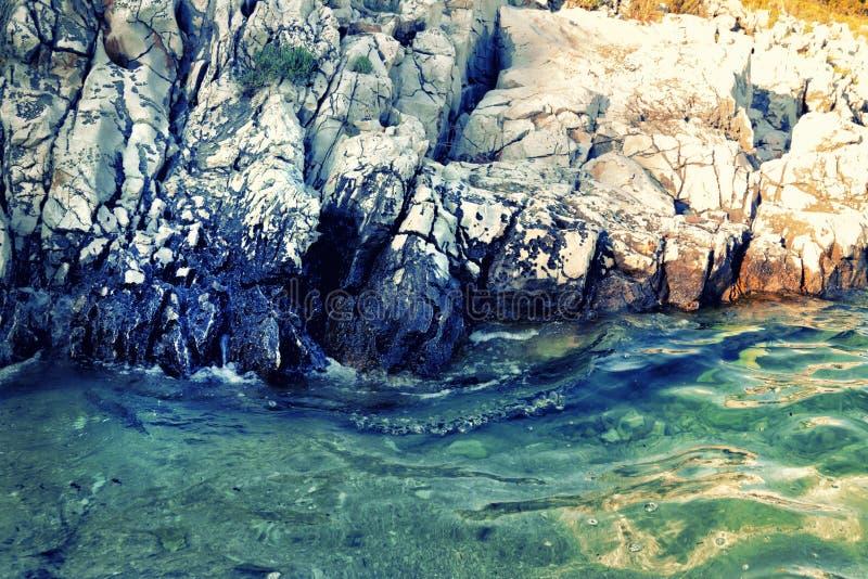 Agua azul del mar adriático fotografía de archivo