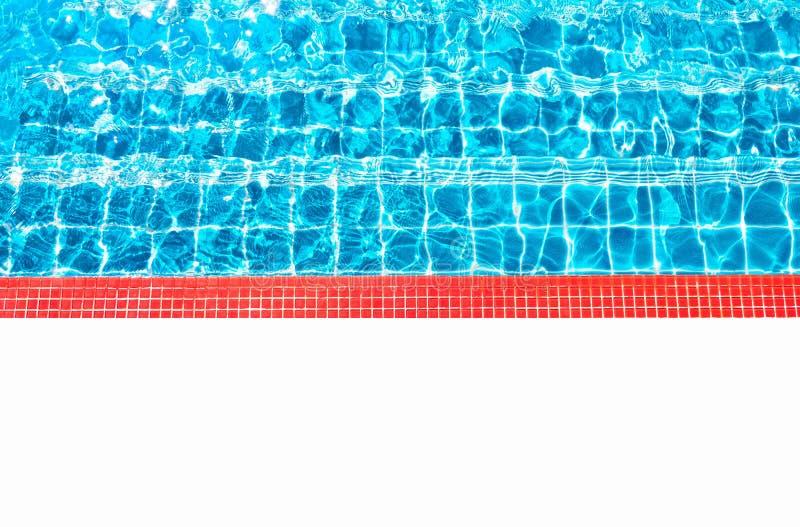 Agua azul hermosa, piscina para el fondo y piso blanco vacío Espacio en blanco para el texto y las imágenes imágenes de archivo libres de regalías