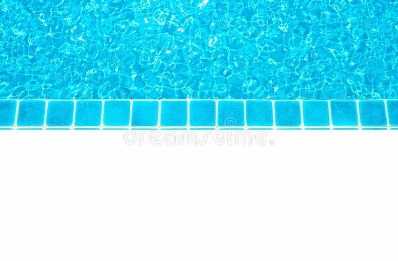 Agua azul hermosa, piscina para el fondo y piso blanco vacío Espacio en blanco para el texto y las imágenes fotos de archivo libres de regalías