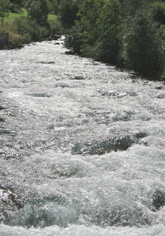 Agua blanca de conexión en cascada fotografía de archivo