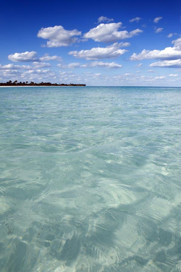 Agua clara del océano imagen de archivo libre de regalías
