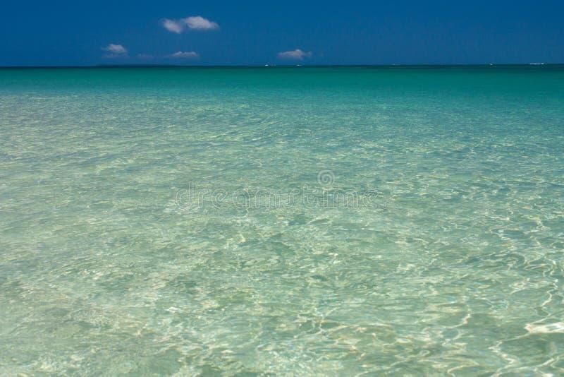 Agua cristalina hermosa de la turquesa en Tonga fotos de archivo libres de regalías