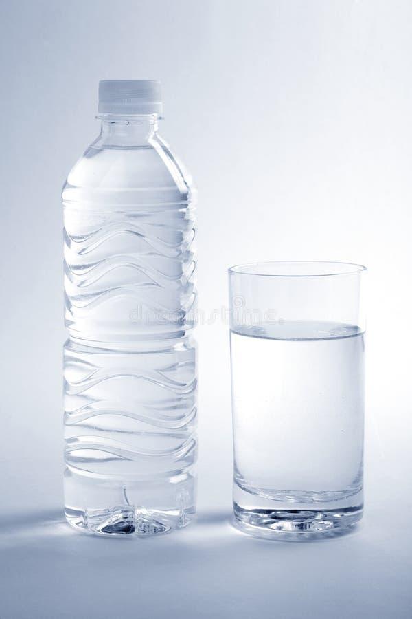 Agua de botella foto de archivo