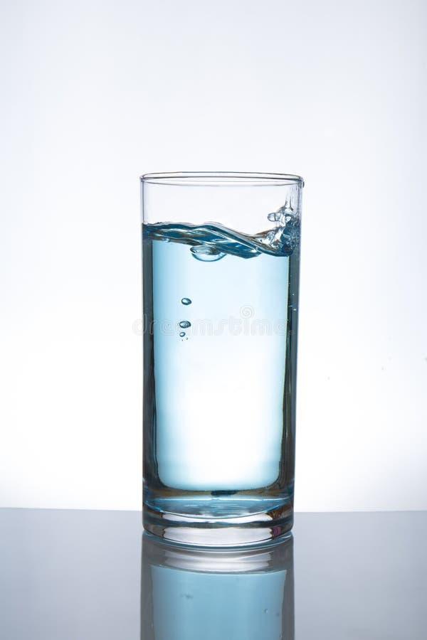 Agua de colada en el vidrio foto de archivo libre de regalías