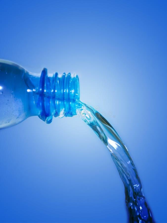 Agua de la botella imagen de archivo