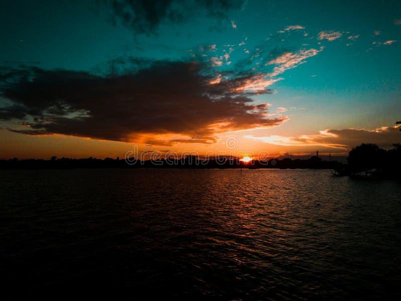 Agua de la puesta del sol imagen de archivo