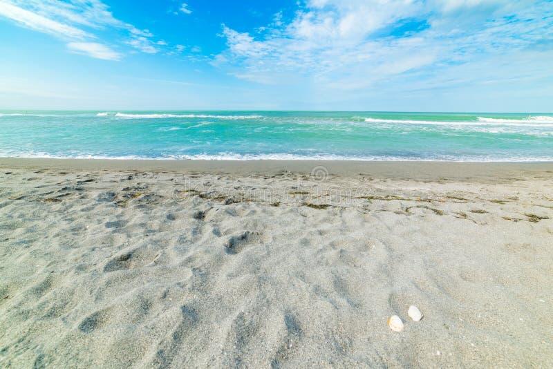Agua de la turquesa en la playa dominante de la siesta fotos de archivo
